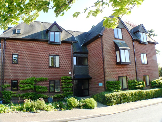 33 ASHLAWN GARDENS  ANDOVER SP10 2EU