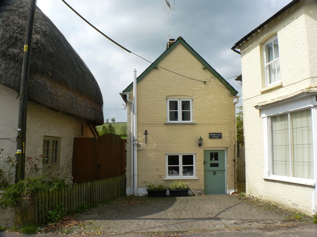 MARBLE ARCH COTTAGE MARBLE ARCH COTTAGE Hurstbourne Tarrant Andover SP11 0AA