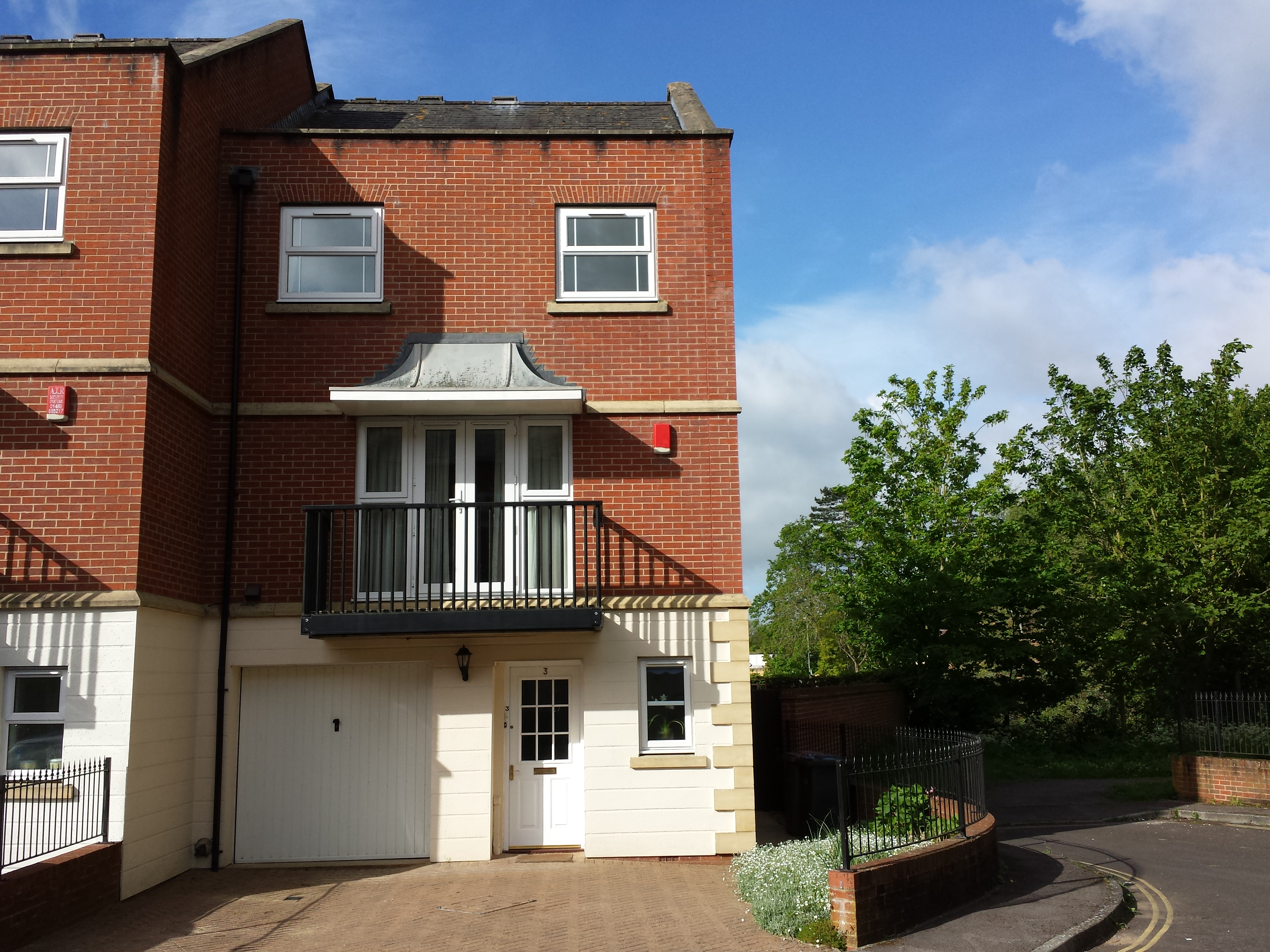 3 COLLEGE MEWS  ANDOVER SP10 1QX